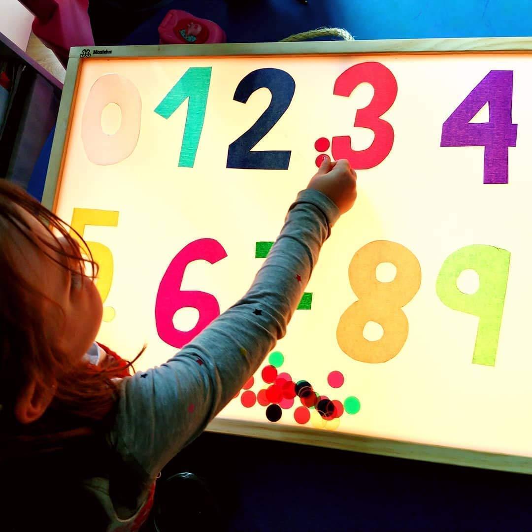 Mesas de luz Montessori con Certificado de Calidad emitido por la ...
