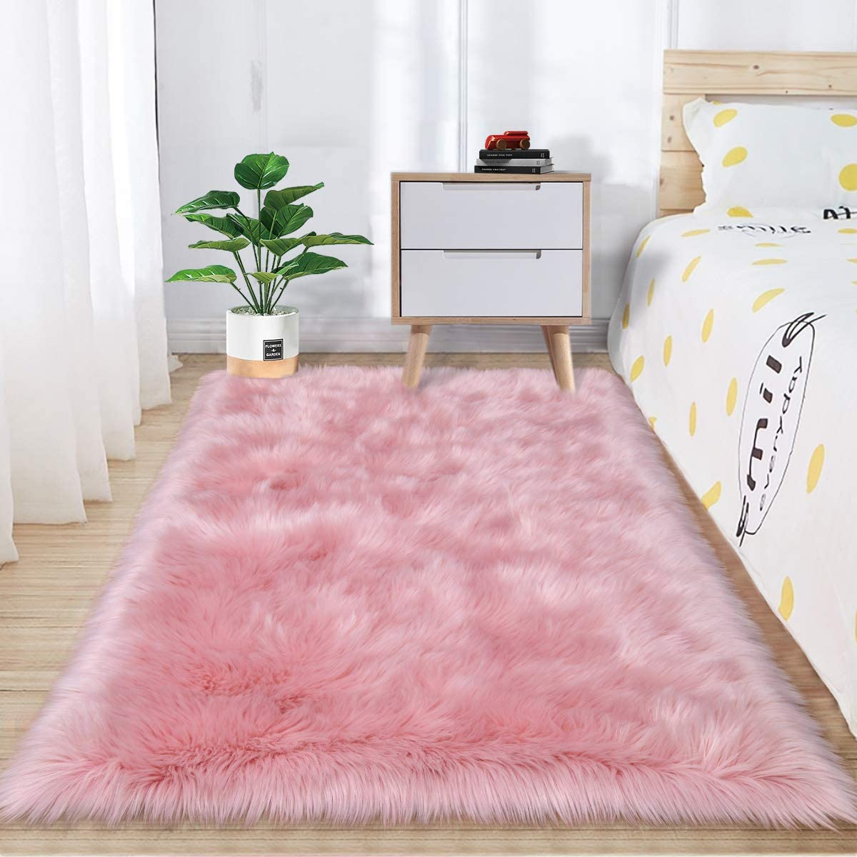 Zareas Super Soft Fluffy Bedroom Rugs, Luxurious Plush Faux Fur Sheepskin Area Rugs for Living Room Indoor Floor Couch Chair Vanity Home Decor Nursery Kids Girls Shaggy Carpet, Pink (3 x 5 Feet)