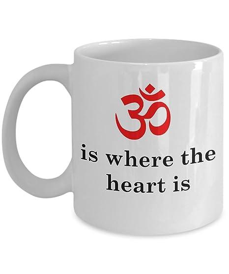 Amazon.com: Funny Yoga Taza de café – Om es donde el corazón ...