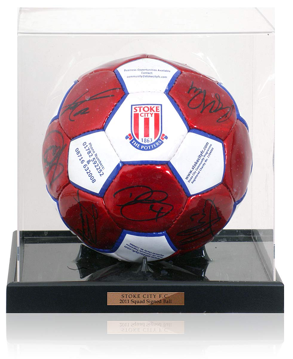 BSM Stoke City 2010/11 FA Cup Finalists First Team Squad - Balón ...