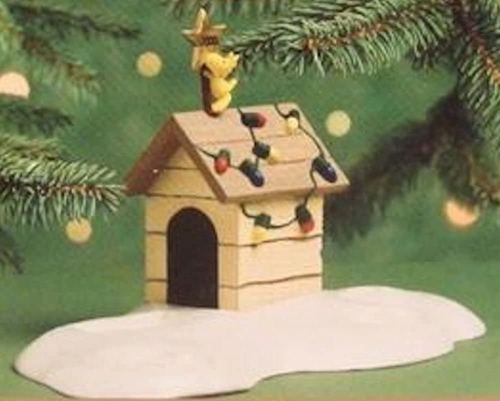 Hallmark Keepsake Ornament Woodstock On Doghouse 1st in Snoopy Christmas Series 2000