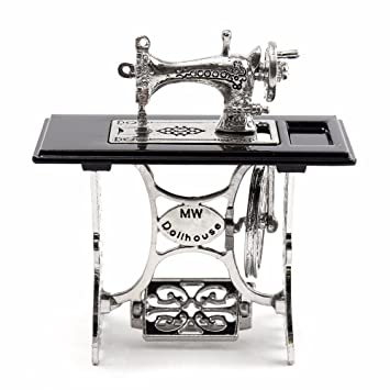 Yosemite Mini máquina de coser en miniatura para 1/12 escala casa de muñecas DIY decoración regalo: Amazon.es: Hogar