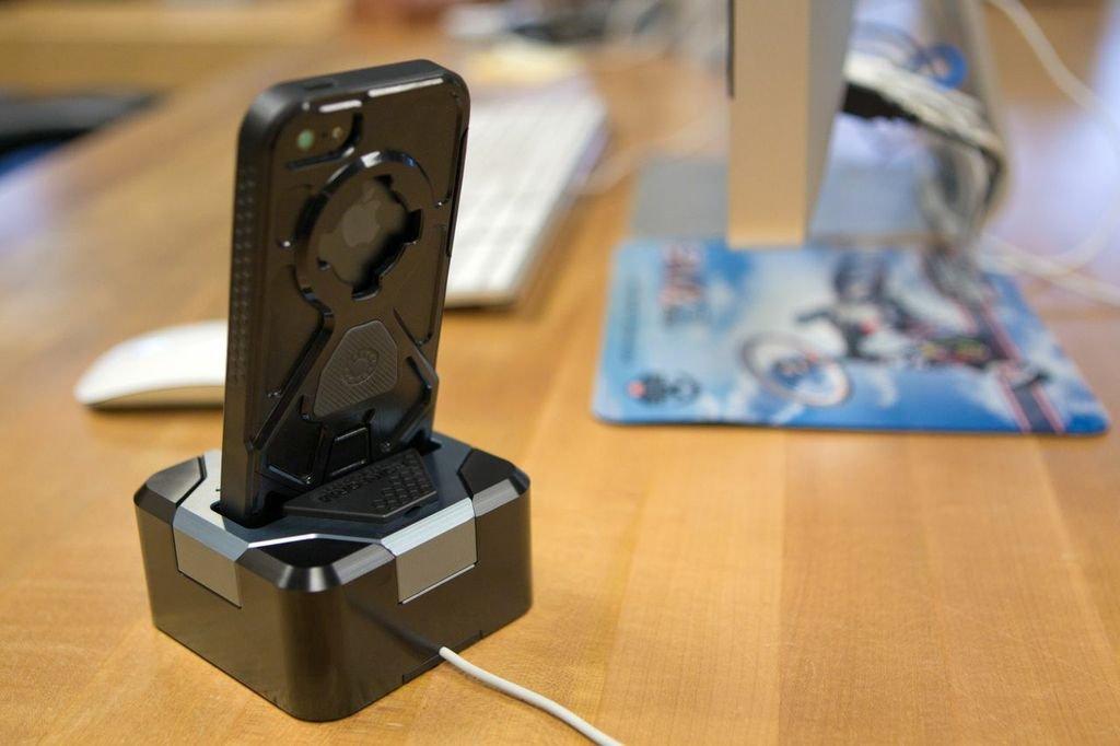 Rokform RokDock Aluminum Charging Docking Station for Apple  iPhone 5/5s (Matte Black)
