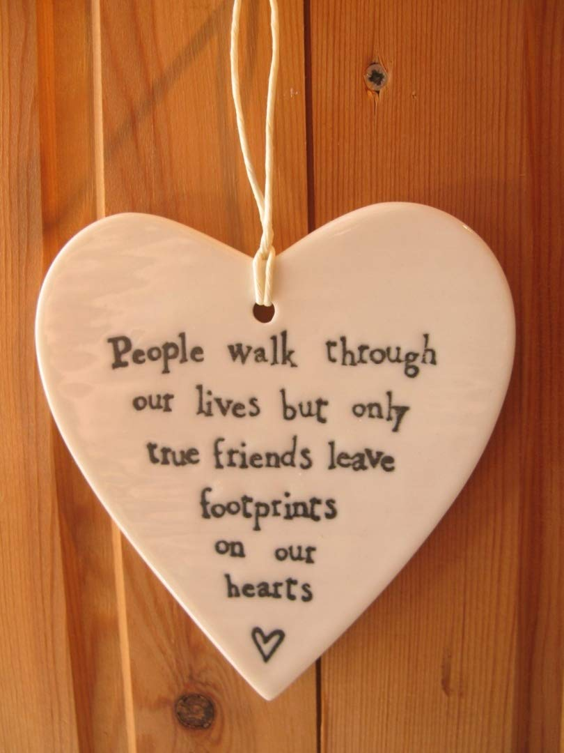 East of India 'People walk through our lives but only true friends leave footprints on our hearts' porcelain hanging heart by East of India na