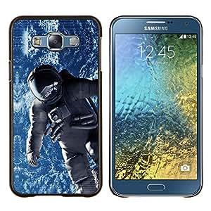 YiPhone /// Prima de resorte delgada de la cubierta del caso de Shell Armor - Traje espacial cosmonauta Astronauta Órbita de la Tierra - Samsung Galaxy E7 E700