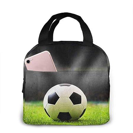 Balón de fútbol en el campo de fútbol Almuerzo Bolsa de mano ...