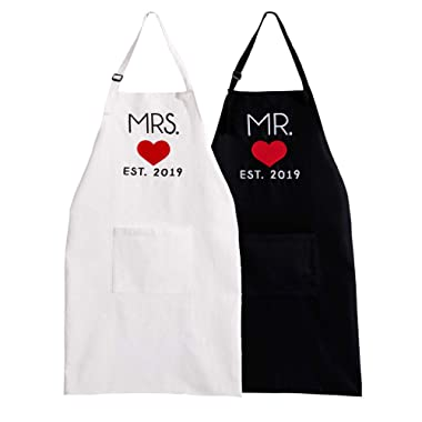 UJoowalk His and Her ApronsBlack White Wedding Gifts for Couple Bridal Shower Anniversary Newlywed Thanksgiving Day Gifts(2019 Heart)
