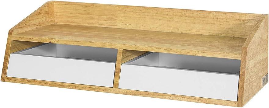 Ampio bagno con mensole in legno massiccio, fon e grande