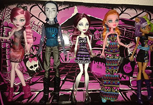 Monster High Fangin' At The Maul 5 Pack Featuring InvisiBilly, Clawdeen Wolf, Draculaura, Spectra Vondergeist, and Gigi (Monster High Gigi)