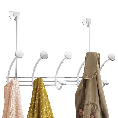 mDesign – Perchero de Ropa - 10 Ganchos para Perchero de Puerta en el Pasillo y el baño - Abrigos, Chaquetas, Albornoces, Toallas - Blanco