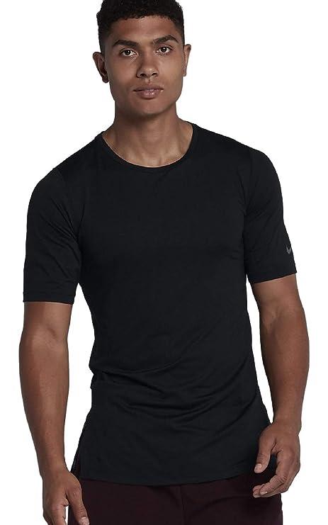 0346fb31 Amazon.com: Nike Men's Modern Utility Fitted Training T-Shirt: Clothing