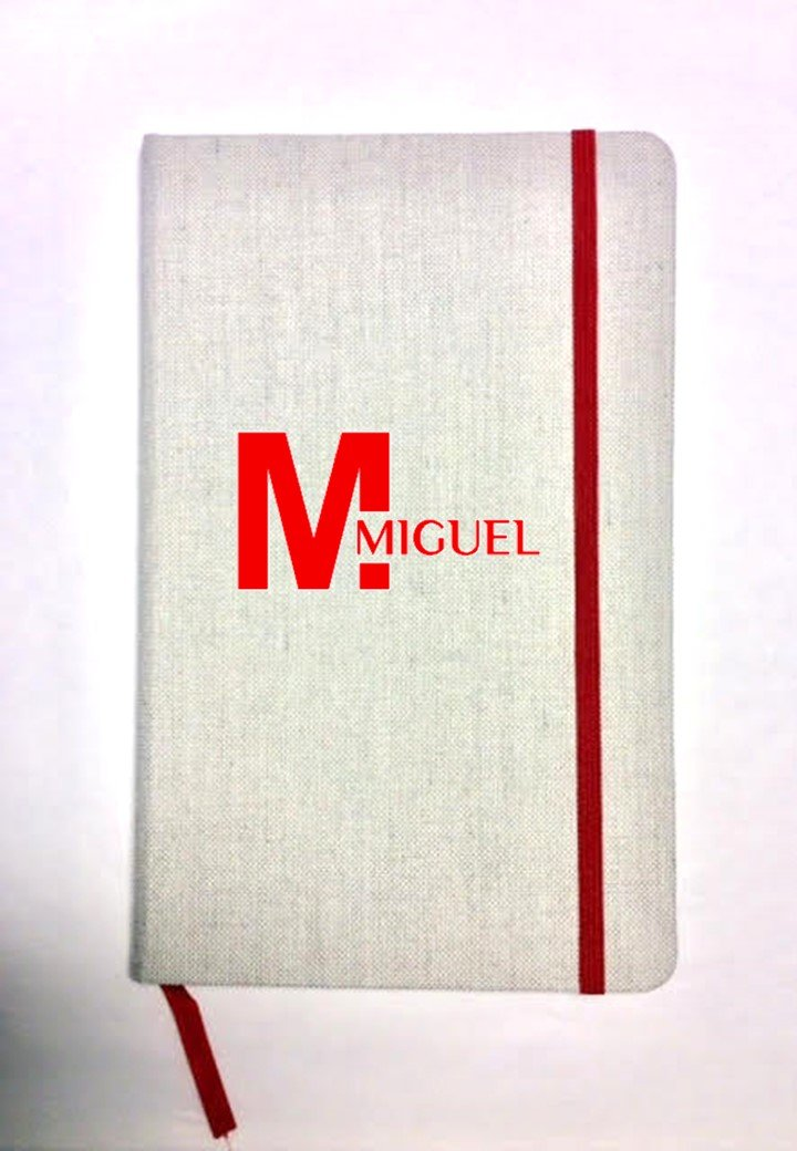 Libreta personalizada de tela. Tamañ o A5. Varios colores.Modelo inicial con nombre