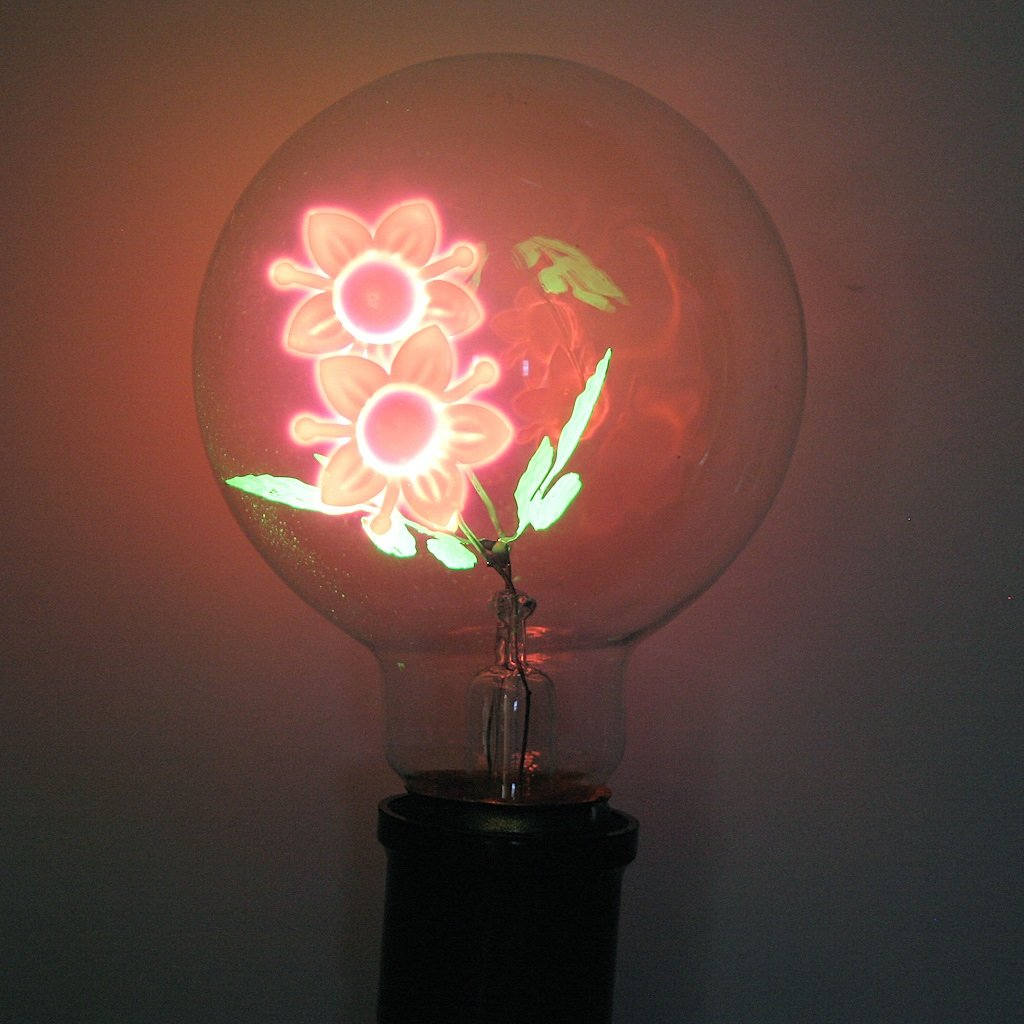 all bloggers den - Light Bulb Flower Lamp