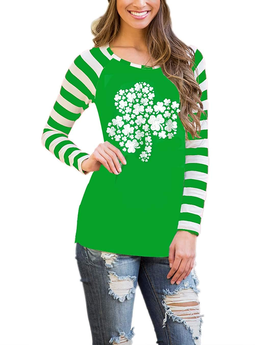 f64e18cfcf5 Amazon.com  DREAGAL Women Long Sleeves Santa Claus Printed Christmas T  Shirt Tops  Clothing