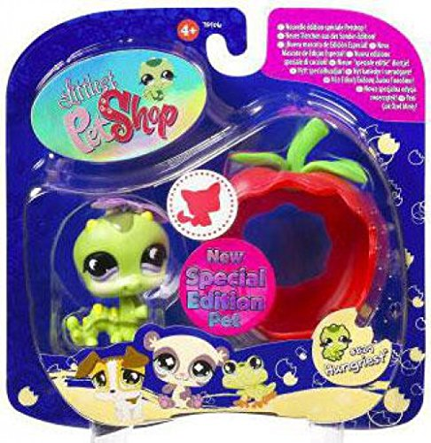 Littlest Pet Shop Assortment 'B' Series 1 Collectible Figure Inchworm with Apple (Special Edition Pet!) ()