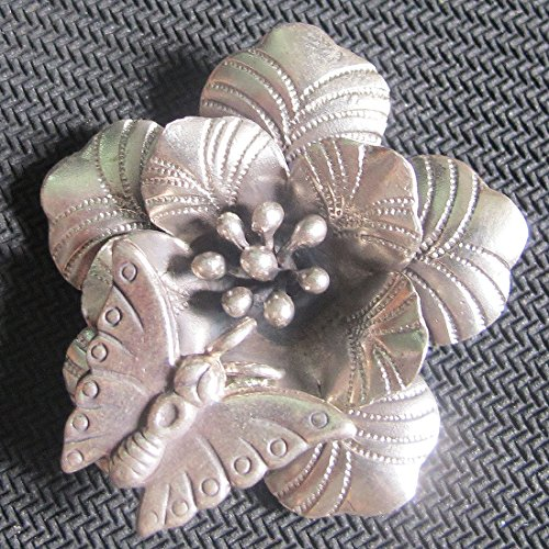 WEIGHT APPROX. 13.61 GRAMS BEAUTIFUL FLOWER & SMALL BUTTERFLY FLOWER SIZE 40x40 MM. REALLY NICE FLOWER PENDANT WITH RING FOR SMALL BUTTERFLY KAREAN PENDANT BOX 5-A2