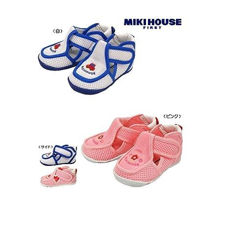 面ファスナー式のクロージャーで着脱しやすく、速乾性に優れているので、水遊びしてもすぐに乾きます。ストレッチ性に優れているので、お子様にも安心の履き心地です。足にフィットする部分も柔らかく靴擦れの心配も少ないです。ぬかるんだ滑りやすい場所でも力強いグリップ力を発揮してくれるので安心です。