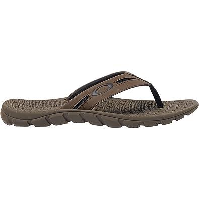 f766d0564c2b3 Amazon.com   Oakley Men s Operative 2.0 Sandals   Sandals