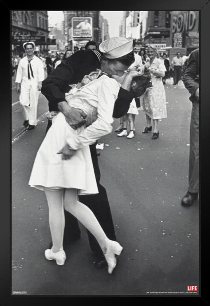 Pyramid America Time Life War Time Square Sailor Kiss Photo Art Print Framed Poster 14x20 inch