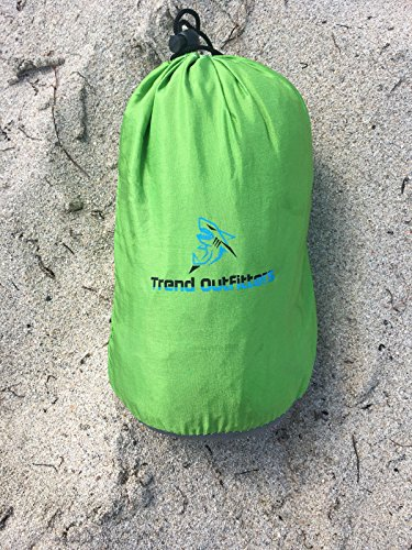 SAND FREE AND WATERPROOF BEACH/OUTDOOR/PICNIC BLANKET LARGE 7'X9' INCLUDES 4 SAND POCKET AND A BONUS POCKET. PERFECT FOR CAMPING AND HIKING DURABLE LIGTHWEIGTH AND QUICK DRYING - Maui Big Kahuna