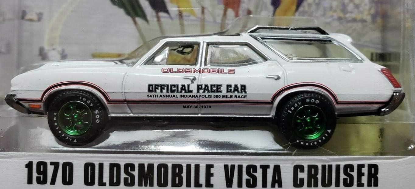 Greenlight 1970 Oldsmobile Vista Cruiser Pace Car 1:64 Diecast Model White 30049