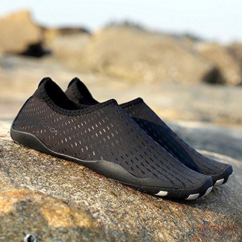 YMSD Männer Frauen Wasser Schuhe Schnell Trocknend Leichte Aqua Schuhe Für Wasser Mit Entwässerung Loch Für Strand Schwimmbad Surf Yoga Übung Schwarz