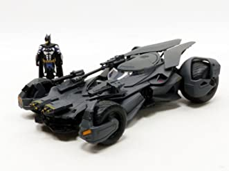 Jada Toys Metals DC Comic Justice League Batmobile Die-Cast Vehicle with Tact Suit Batman Figure, Grey, 1: 24 Scale