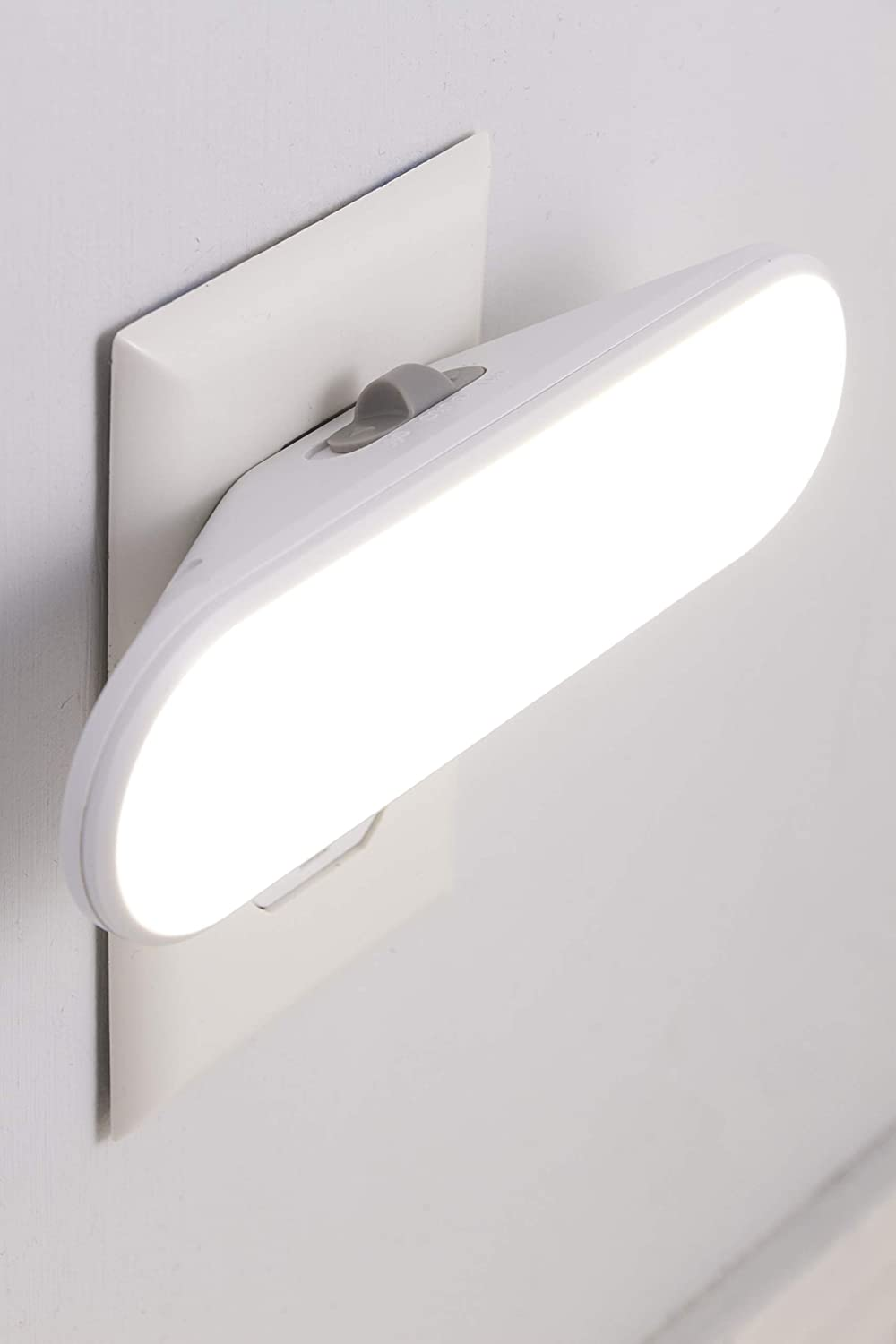 GE 12498 Ultrabrite LED Bar, Night Plug-in, Light Sensing, Auto/On/Off Switch, Ideal for Bedroom, Bathroom, Hallway, Stairs, Kitchen, Pantry, Closet and Laundry, Up to Up to 100 Lumens