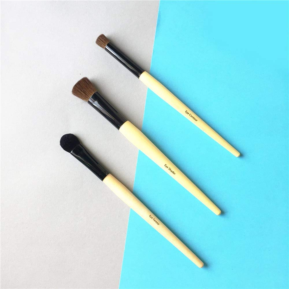 Eye shadow applicators Wood Handle Eye Sweep, Eye Contour, Eye Shader Brush - Expert Eyeshadow Blending Brush - Beauty Makeup Applicator Tool by DAKUHO