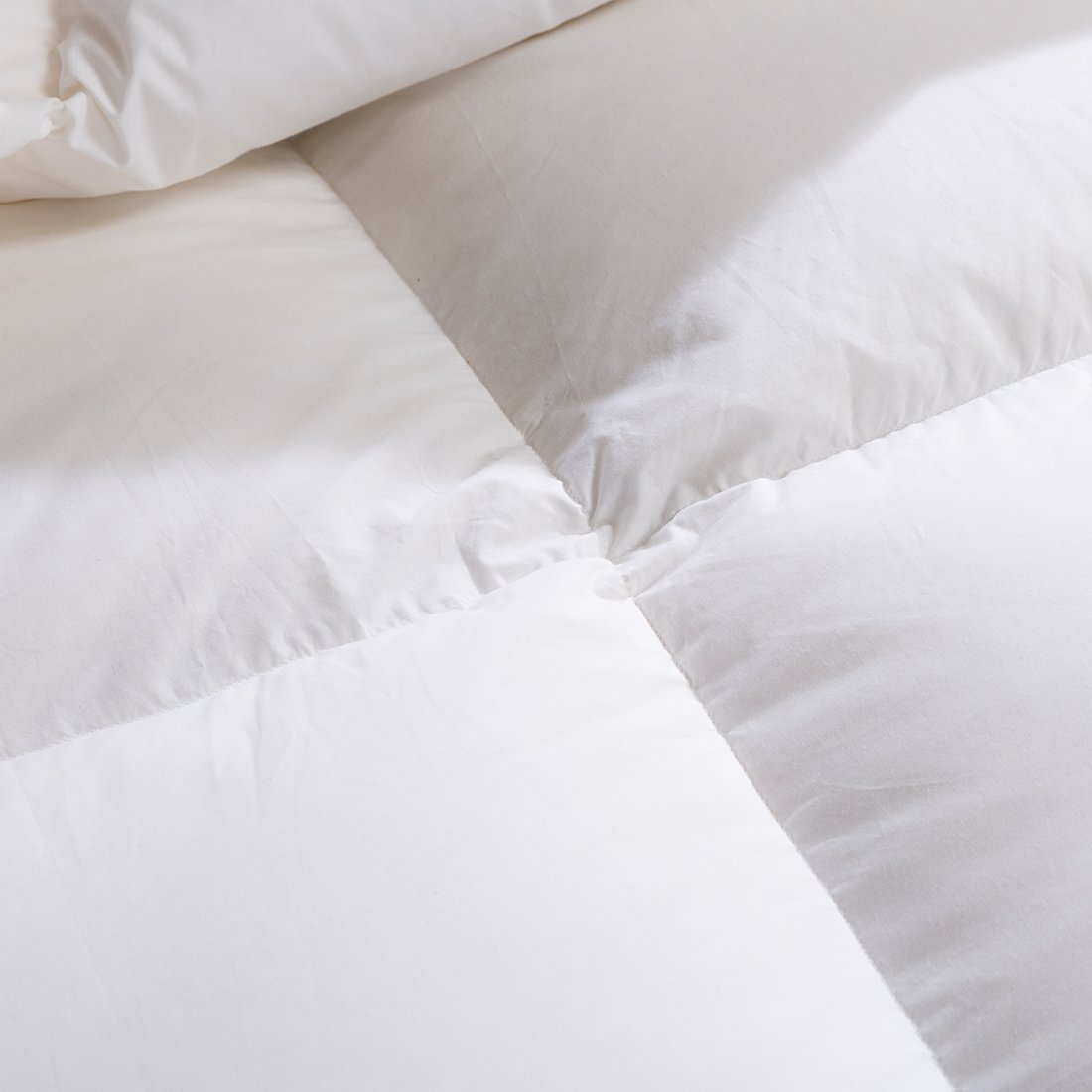 SHEONE All Seasons Lightweight White Goose Down Comforter-650 Fill Power-100% Cotton Shell Down Proof-Solid White Hypo-allergenic Duvet Insert With Tabs (King) by SHEONE (Image #4)