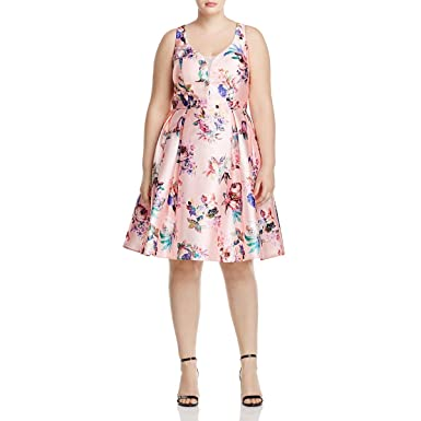 28838277c1728 City Chic Womens Plus Floral Print Double V Casual Dress at Amazon ...
