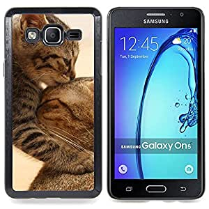 Cute Baby Kitten Cat Mother Furry Caja protectora de pl??stico duro Dise?¡Àado King Case For Samsung Galaxy On5 SM-G550FY G550