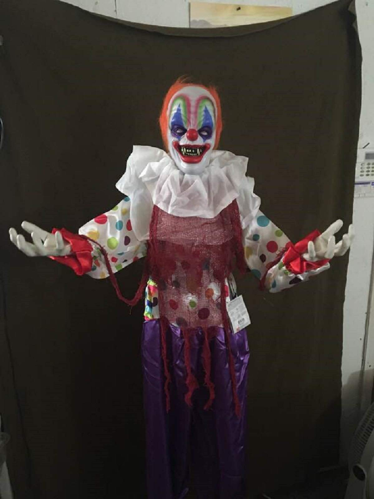 ghi Halloween Talking Creepy Clown with Animated Head and Arms Standing Prop Decoration