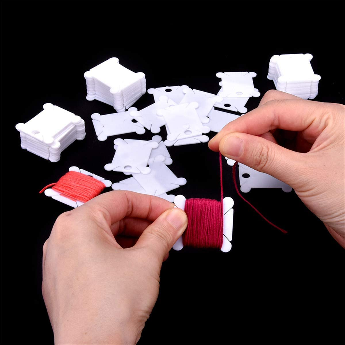 Czsycdsf 300 Pieces Plastic Floss Bobbins with Bobbin Winder for Cross Stitch Embroidery Cotton Thread Craft DIY Sewing Storage Friendship Bracelet Strings