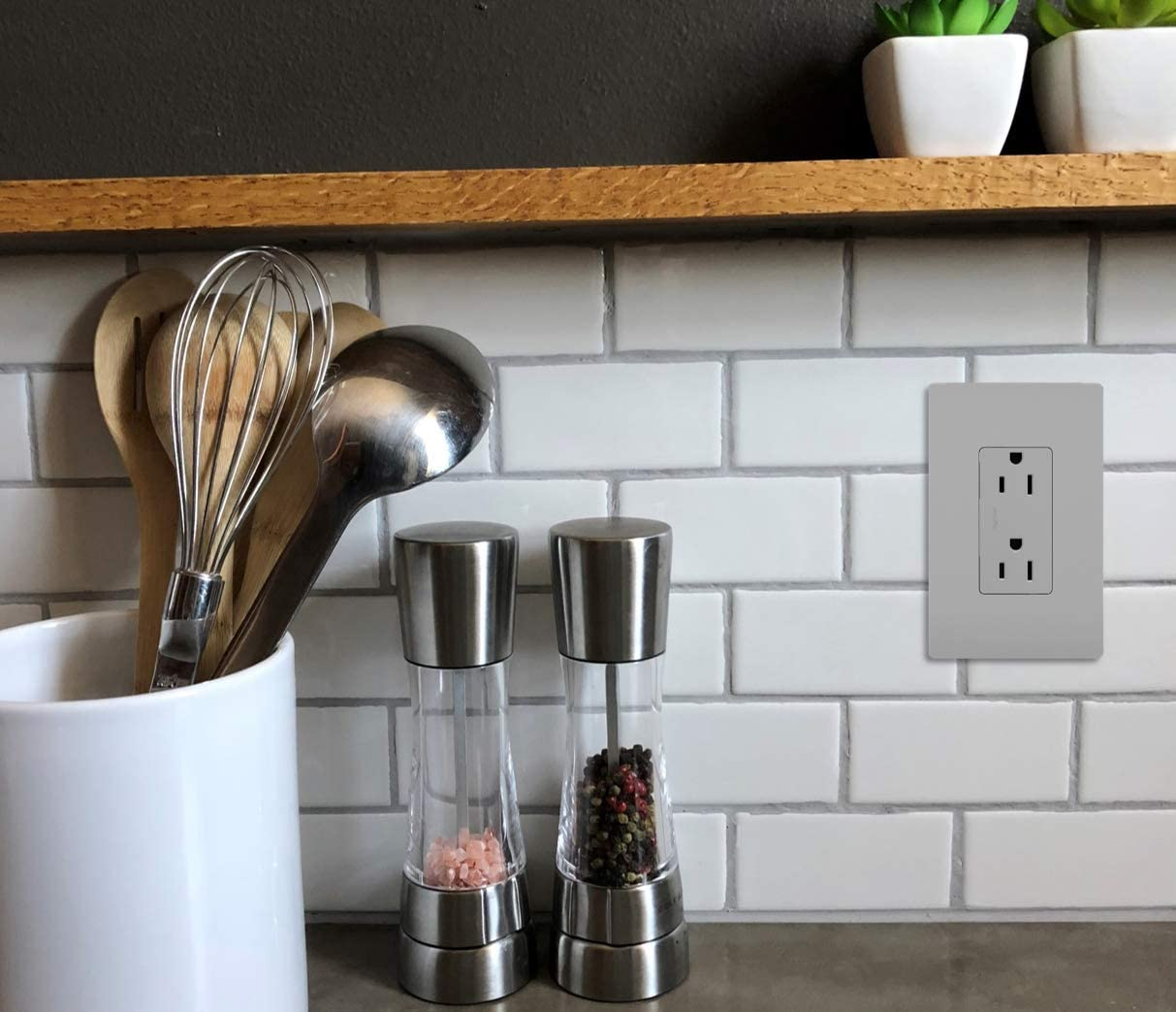Pass /& Seymour radiant 885WCC21 15 Amp Duplex Outlet White Legrand