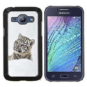 EJOOY---Cubierta de la caja de protección para la piel dura ** Samsung Galaxy J1 J100 ** --Tigre pensativo en la nieve tigre de la nieve