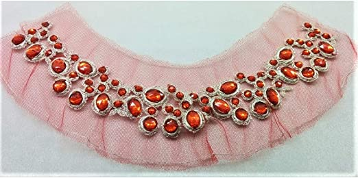 La aplicación de los cuellos de base de tul con cuello de coser ...