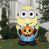 Halloween inflatable Minion Dave Holding Pumpkin By Gemmy