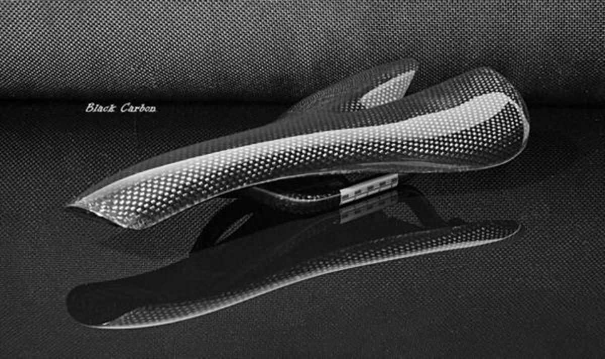 Schwarz Carbon Sattel - 3 K Design von m-bikeparts.