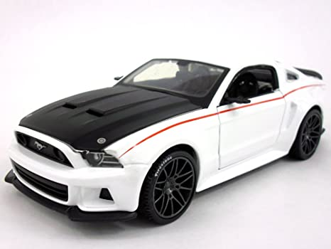 White Mustang Gt >> Amazon Com 2014 Ford Mustang Gt 1 24 Scale Diecast Metal