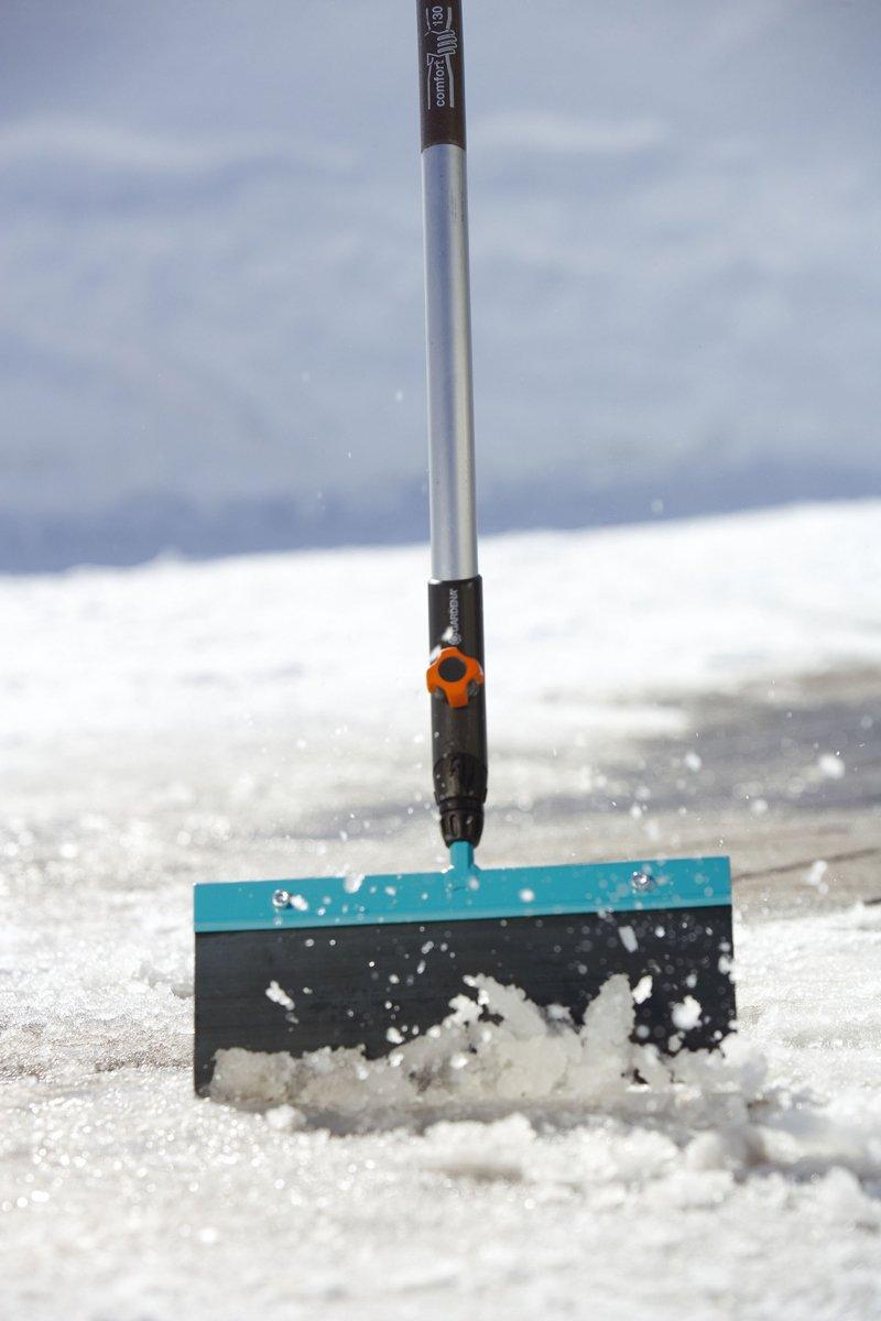 leichtes Entfernen von Eisplatten und festgefrorenem Schnee GARDENA combisystem-Sto/ßscharre 15: Eisschaber Arbeitsbreite 15 cm auswechselbares Federstahlblatt 3250-20