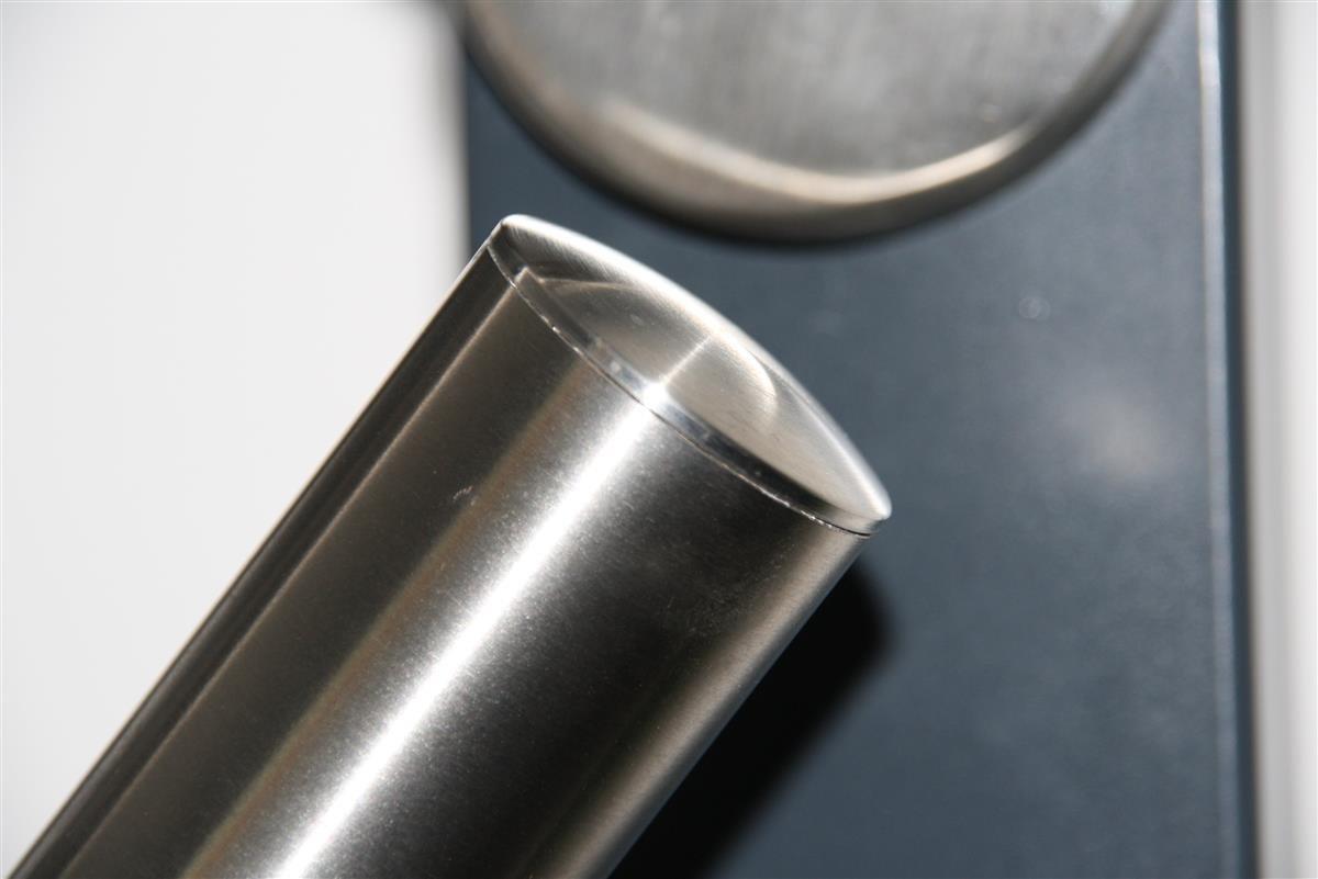 Edelstahl Handlauf V2A 42,4mm 240K geschliffen Wandhandlauf mit gerader Endkappe 4200 mm UNGETEILT