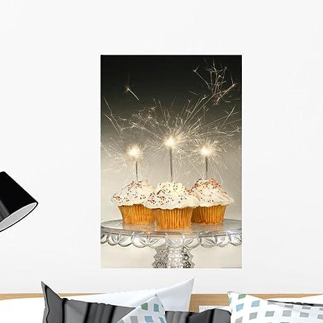Amazon.com: Cupcakes con bengalas Mural por wallmonkeys Peel ...