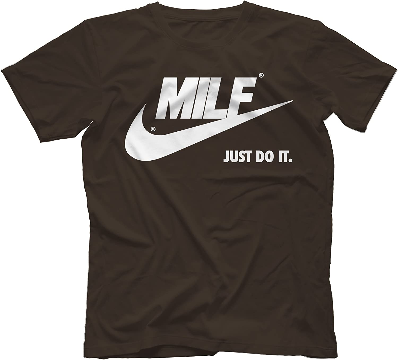 Carretilla Lesionarse Impermeable  MILF Just Do It T-Shirt 100% Cotton, Dark Chocolate, Small: Amazon.co.uk:  Clothing