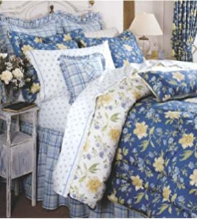 Amazon.com: Laura Ashley, Caroline Collection, Bed in a Bag, Twin ... : laura ashley caroline quilt - Adamdwight.com