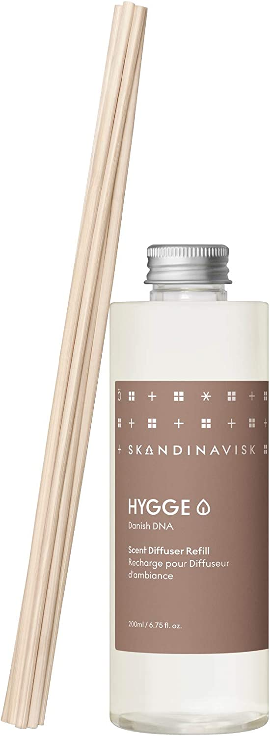 Skandinavisk Hygge 'Cosiness' Scent Diffuser Refill with 8 Reeds. Fragrance Notes: Black Tea and Mint, Apple and Cinnamon. 6.75 fl. oz.