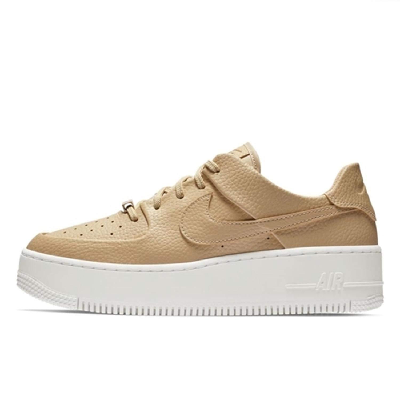 best service bda5b cc033 Nike W Af1 Sage Low, Chaussures de Basketball Femme  Amazon.fr  Chaussures  et Sacs