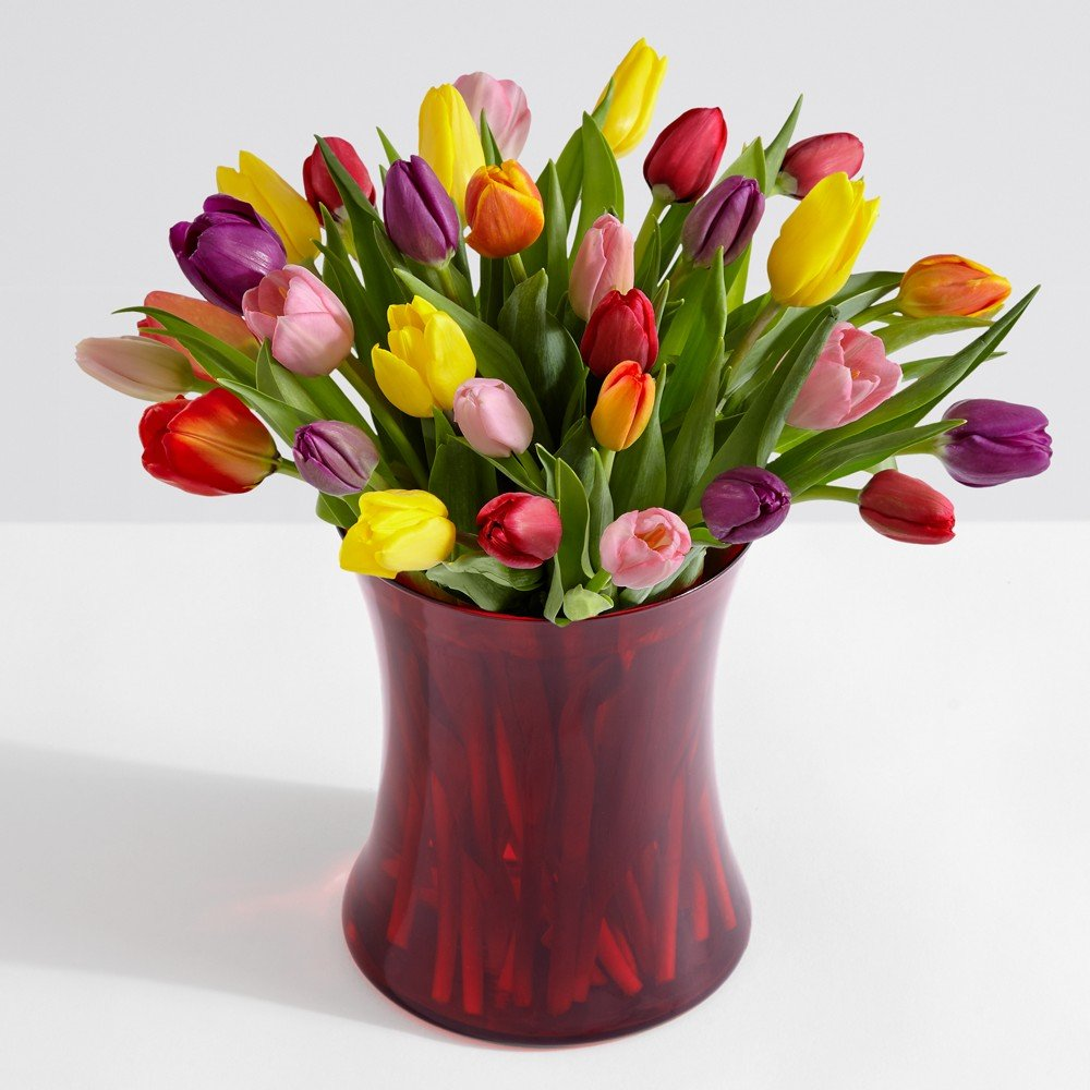 Fresh flowers and fresh ideas. As new flowers and plants emerge from the fields we update our collections. Seasonal and newly mixed bouquets. Fast shipping.