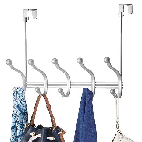 mDesign Perchero de puerta colgante – Colgador para puerta con 10 ganchos – Cuelga ropa de metal para baño y pasillo – Para organizar armarios y ...