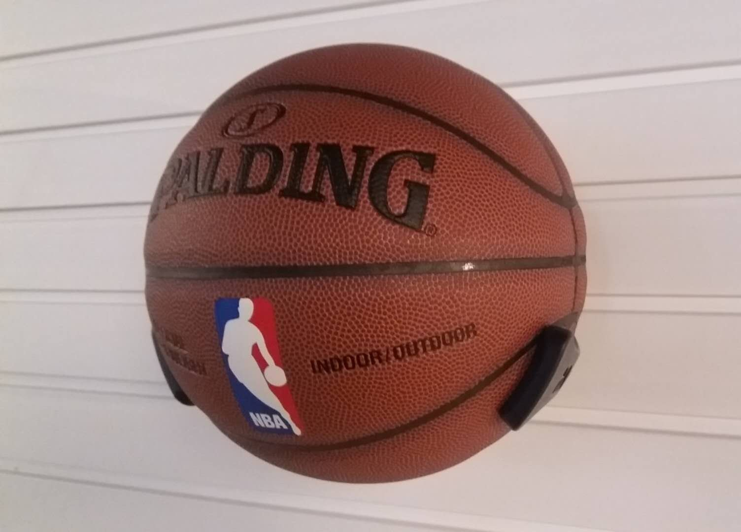 SAAINT Decorative Black Basketball Rack, Basketball Wall Hanger, Plastic Ball Claw